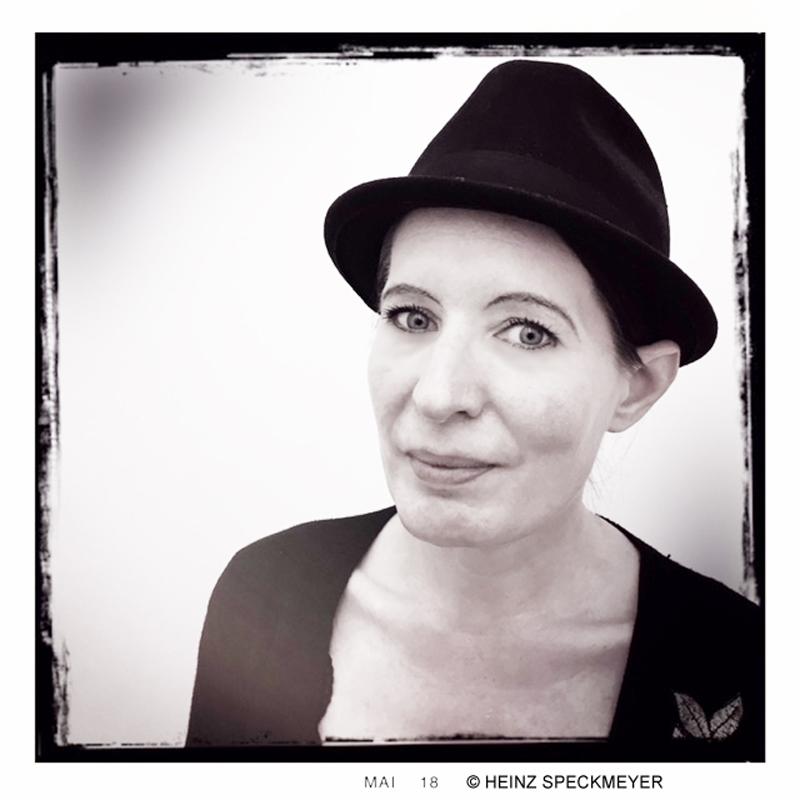 Sarah Ines @ Galerie arToxin © Heinz Speckmeyer